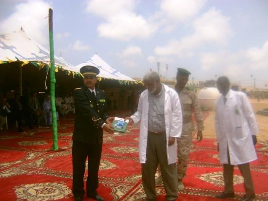 الأستاذ يحظيه يتلم جائزة أحسن أستاذ للتربية الإسلامية