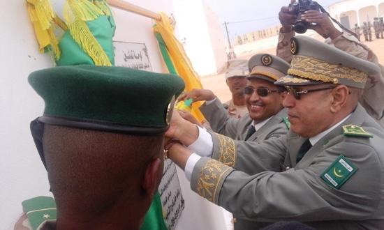 قائد الجيوش يقطع شريط لوحة تدشين بعض المنشآت الثانوية