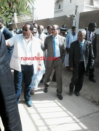 الرئيس خلال تجوله في العيادة المجمعة