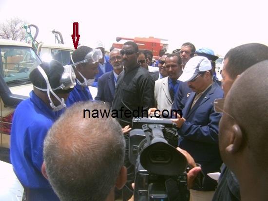يسلم ولد أحمد ولد اباه لحظة بكائه أمام الرئيس