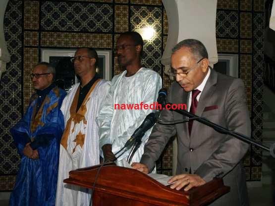سفير تونس خلال إلقائه كلمته في الاحتفالية وعن يمينه وزير الخارجية وكالة