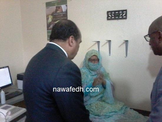 يحاور زائرة للمركز الصحي بلكصر