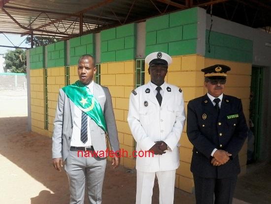 عمدة لكصر وحاكمها ووالي نواكشوط الغربية في انتظار الرئيس بالمدرسة رقم 2 بلكصر
