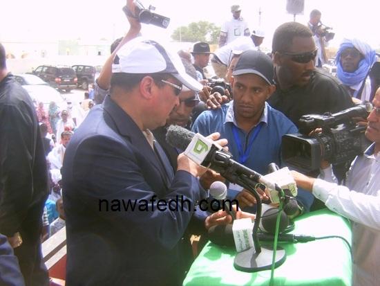 رئيس الجمهورية يتحدث مع مدير الإذاعة ومدير الأخبار بها لحظات قبل إلقائه خطابه باركيز