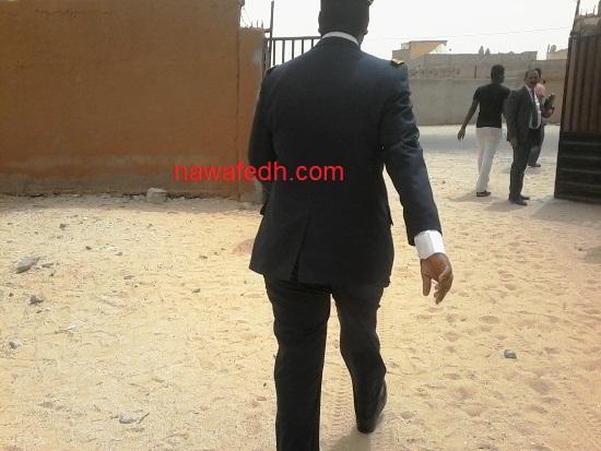 والي نواكشوط الشمالية لدى مغادرته إحدى محطات الزيارة