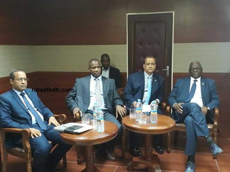 الوزراء الذين حضروا المؤتمر الصحفي المعقب على اجتماع مجلس الوزراء اليوم (نوافذ)