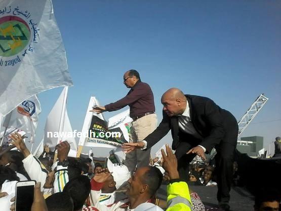 الرئيس يطلب من الجماهير النظام وإنزال اللافتات