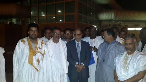 أحمد ولد داداه في مطار نواكشوط البارحة بعد عودته من كوناكري