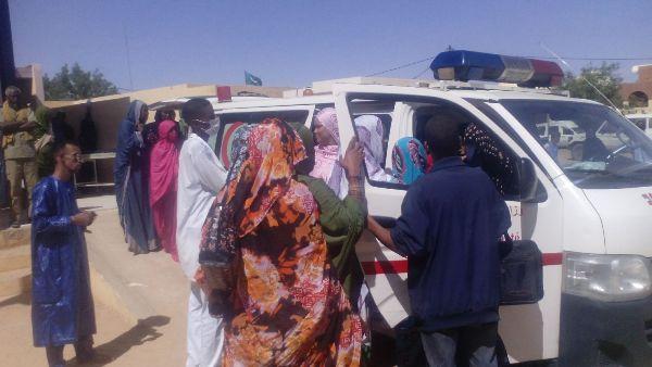 """صورة التقطتها """"نوافذ"""" من عملية نقل الجريح المختار ولد يسلم إلى نواكشوط"""