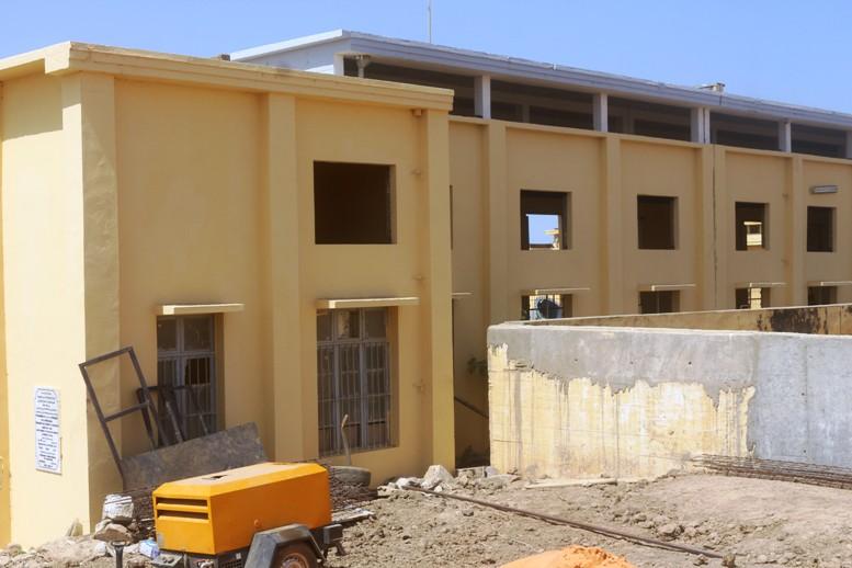 مقر شركة العزيمة في امبوريه