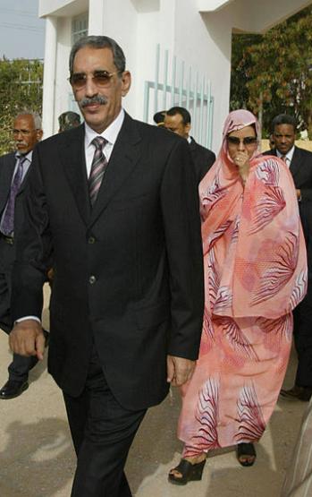 الرئيس اعل مع زوجته أم كلثوم