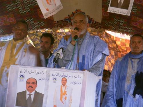 الإداري أحمدو ولد الشيخ الحضرامي خلال كلمته في المهرجان