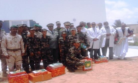 صورة تذكارية للمكرمين من الأساتذة والتلاميذ مع قائد أركان الجيوش