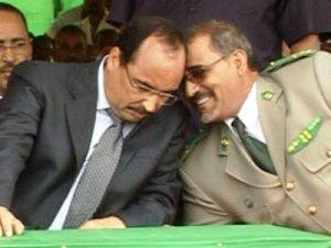 مدير الأمن مع الرئيس محمد ولد عبد العزيز
